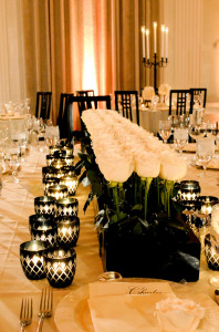 centerpiece-black-and-white-modern-contemporary-low-wedding-